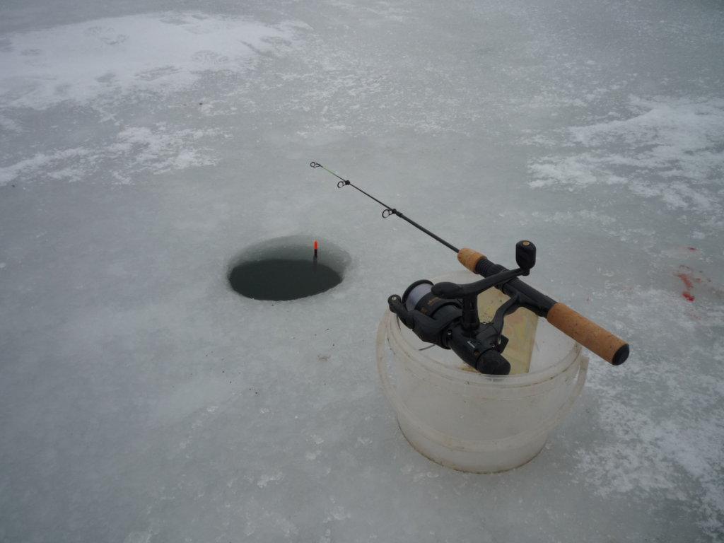 Prut pro zimní lov na dírkách